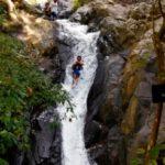 Natuurlijk waterglijbaan op Bali