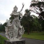 Beelden botanische tuin Bali