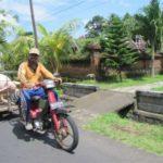 Vervoer per scooter op Bali