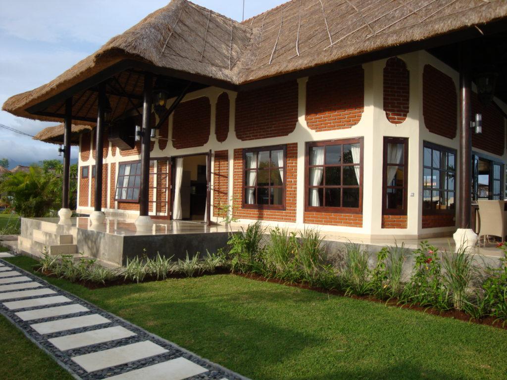 Villa met overdekt terras op Bali