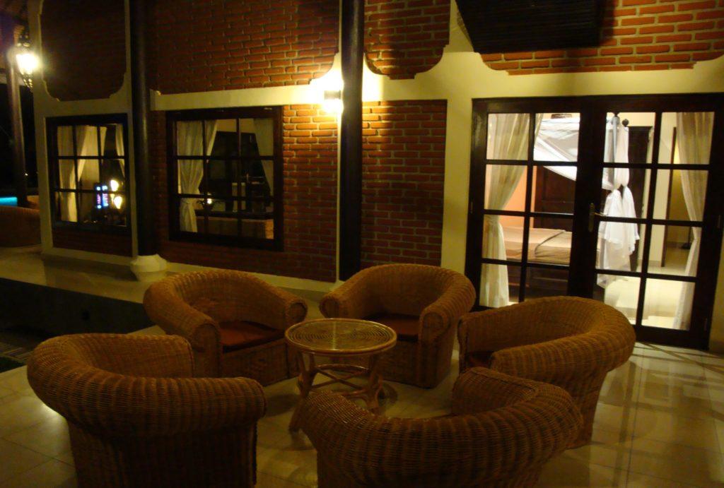 Villa bij avond op Bali