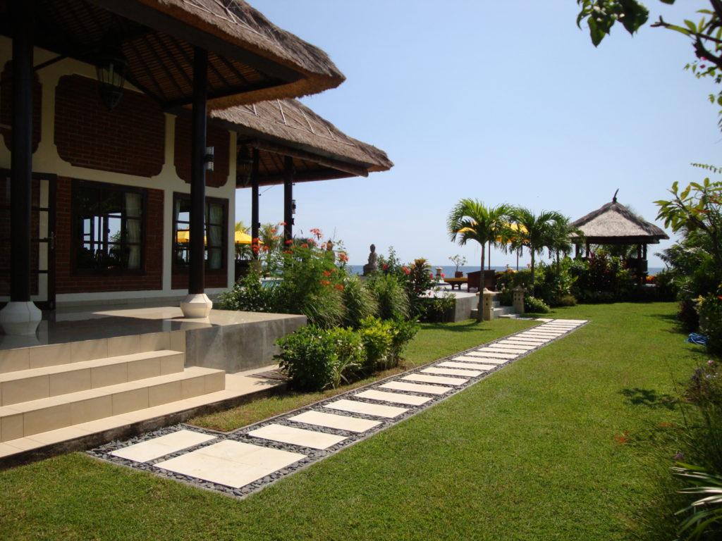Grote bungalow aan zee op Bali huren