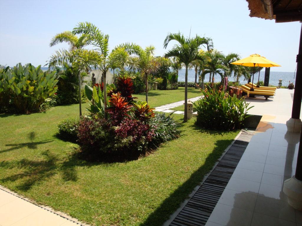 vakantie villa met grote tropische tuin op Bali huren