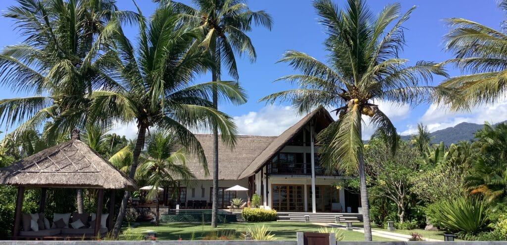 Villa huren op Bali max 8 personen / 4 slaapkamers 4 badkamers / inclusief personeel